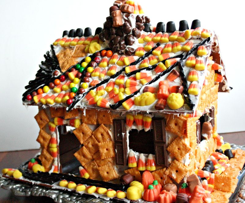 Halloween candy cottage 2