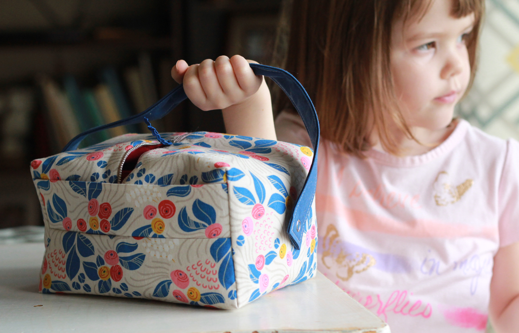 floral-lunch-box-with-kid